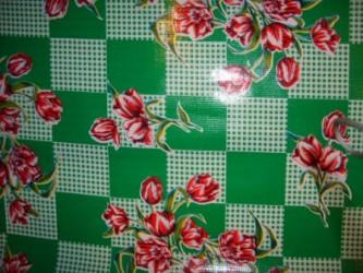 Kitsch Kitchen Tischtuch mit Blumen und Karomuster